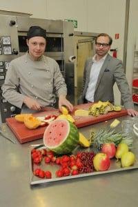 RA Christoph Broich (rechts) und Koch-Azubi Ricardo Lehnen. Foto: Broich