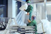 Ausbau der gereinigten Aerosolabscheider für die hygienisch-technische Wartung der Abluftanlage