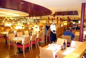 Blick ins À-la-carte-Restaurant Piazza auf der Victoria I. Foto: Martina Emmerich