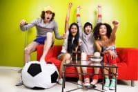 Fußballfans jubeln