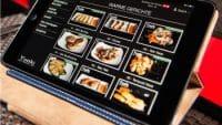 Touch-Display einer Gastronomie-Kasse. Foto: Yuoki