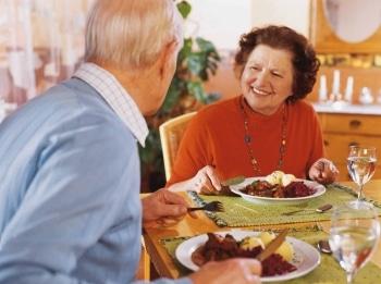Senioren beim Essen. Foto: apetito