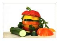 Burger aus Gemüseteilen. Foto: BirgitH/pixelio