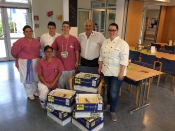 Knödel und Lebkuchen für Küchenteam des Pflegeheims Birkenfeld. Foto: Kommunikation pur