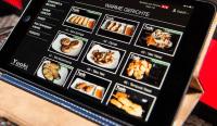 Über ein Tablet-PC kann das Essen geordert werden..