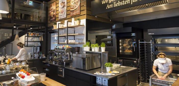 Gastro-Angebote garantieren auch im Backhandwerk gute Umsatzzahlen. Auch in der Ausstattung ähneln die Theken kleinen Profiküchen.