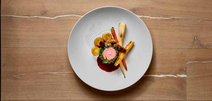 Essen von Festmeister Catering auf Teller angerichtet