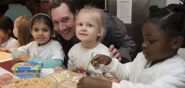 Mirko Reeh eröffnet Großküche im SOS-Kinderdorf