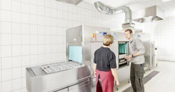 Hygienecheck an der Mehrtankbandtransportspülmaschine