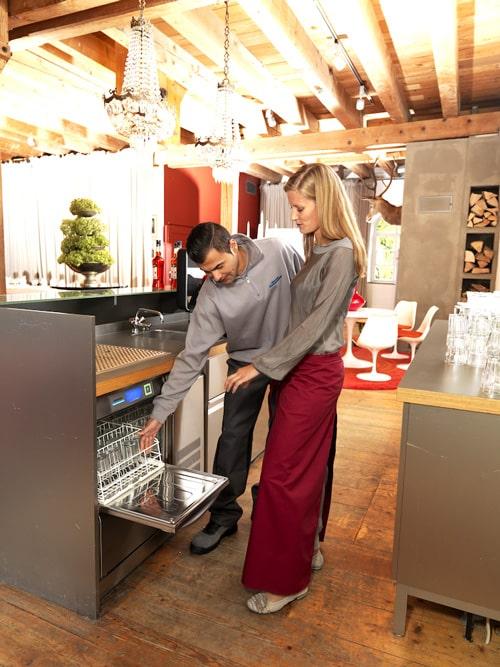 Hygienecheck an der UC-S Gläserspülmaschine