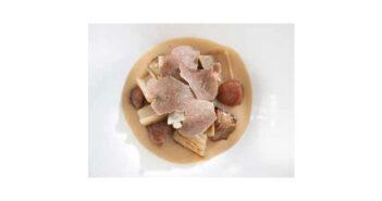 Creme aus Süßkartoffeln, Topinambur, gerösteten Kastanien, Karden und Sauermilch