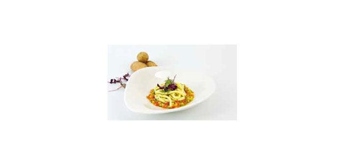 Kartoffel-Spaghetti auf Gemüseragout