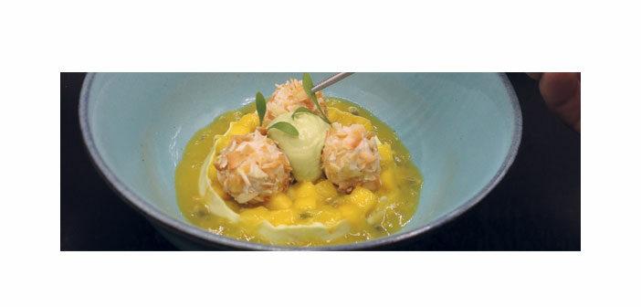 Avocadomousse mit Mango und Kokoskrokant-Milchreisbällchen