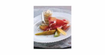 Früchte mit Parmaschinken und Honig-Ingwer-Sauce